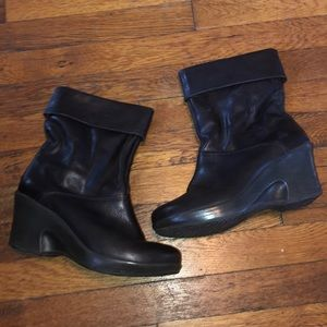 Dansko black leather wedge boots slouch ankle 41